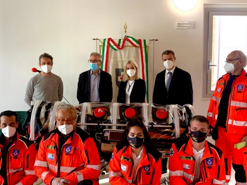 Sicurezza a bordo delle ambulanze, Menarini dona barella in biocontenimento a Humanitas Firenze