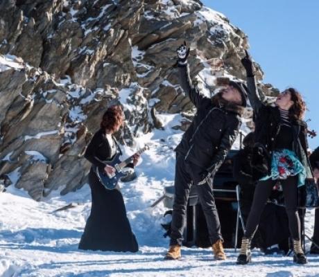 """MUSICA: J-AX e Bianca Atzei, il video di """"INTRO"""" ambientato in alta montagna"""