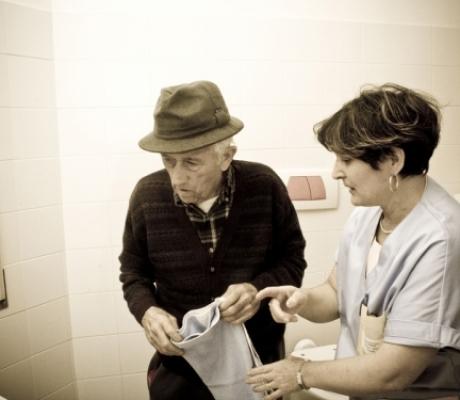Negata a Cuffaro la possibilità di visitare la mamma malata di Alzheimer. Il commento di Aima Firenze sulla questione etica