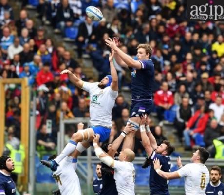 L'Italia del Rugby si arrende nel finale, è terzo cucchiaio di fila al Sei Nazioni, a Roma contro la Scozia perde 27-29. IMMAGINI