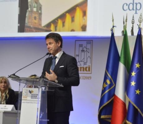 """Il Presidente del Consiglio Conte ad Arezzo: """"Con la manovra più misure per rispondere alle istanze dei sindaci. Lo Stato non può più far cassa con i Comuni"""""""