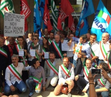 I Sindaci della Toscana in piazza contro il piano chiusure uffici di Poste
