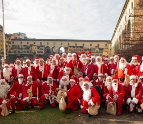 La Compagnia di Babbo Natale per le famiglie in difficoltà